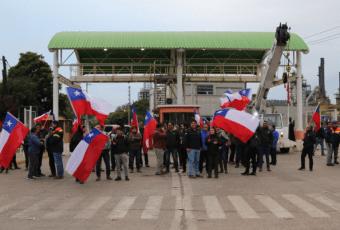 """Trabajadores de ENAP inician paro por lo que consideran """"mentira"""" y """"montaje"""" del gobierno"""
