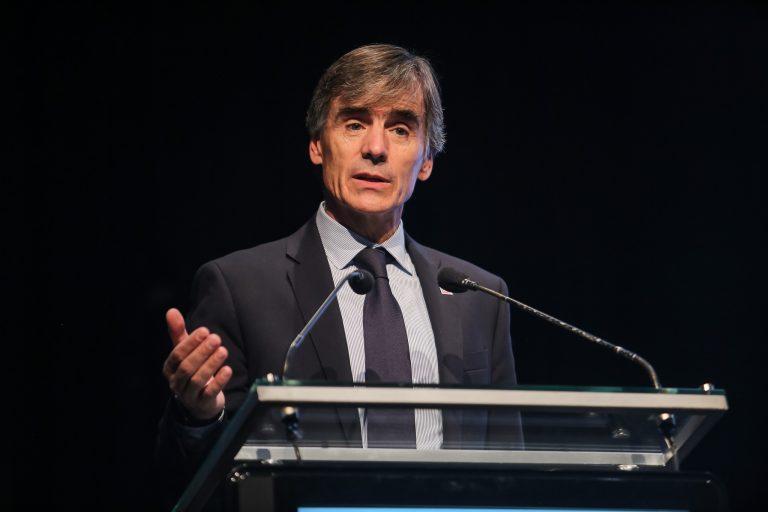 """Ministro Valente: """"El empleo asalariado privado está creciendo con fuerza en Chile"""""""