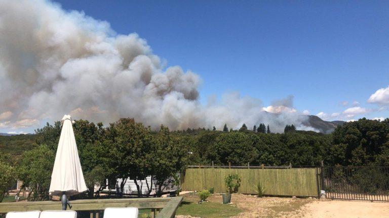 Alerta Roja en Quintero y Valparaíso por incendios forestales