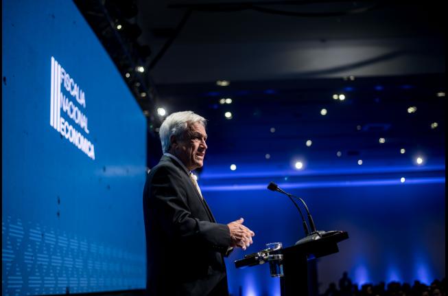 La Moneda anuncia medidas para fomentar la competencia ante alicaído panorama económico