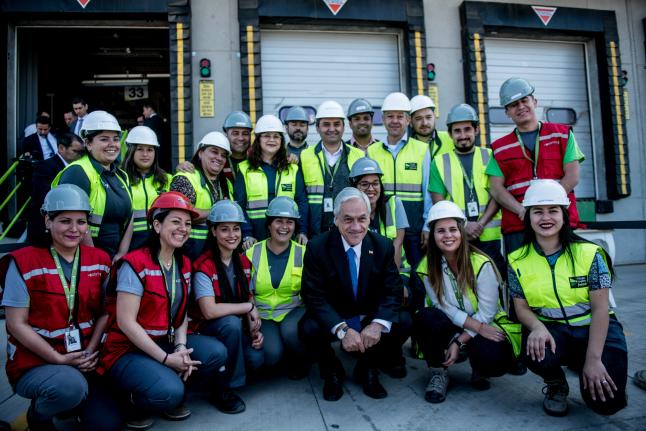 """Piñera inaugura centro de distribución que creará 1.500 empleos: """"La economía chilena está en marcha"""""""