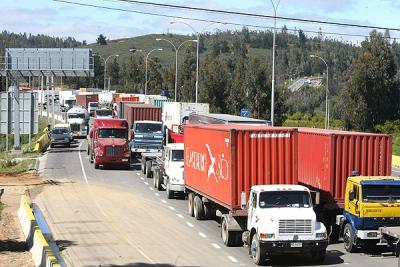 Alza del diésel obliga a los camioneros a subir tarifas