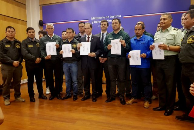De madrugada Gendarmes y Gobierno llegan a acuerdo y finaliza paro