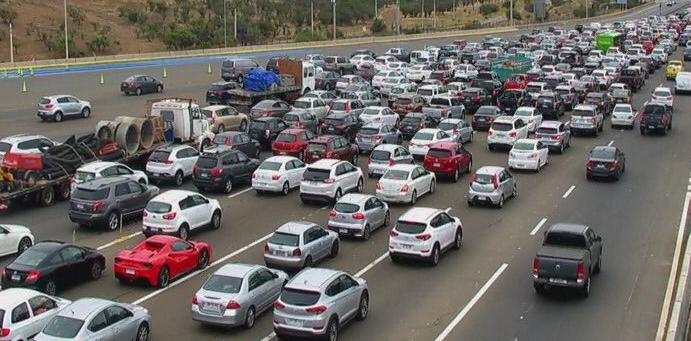 MOP cifra en más de 168 mil los vehículos que han dejado Santiago hasta el momento