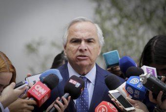 """Chadwick fustiga a la oposición por Bolsonaro y dice que """"no se invita a una persona en condición de su opción ideológica"""""""