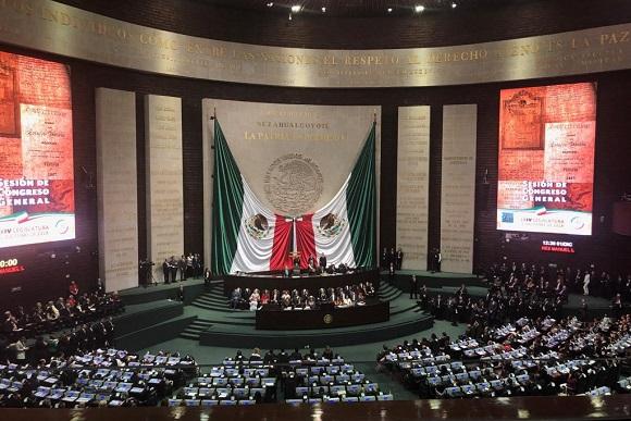 Canciller Ampuero asiste a cambio de mando en México