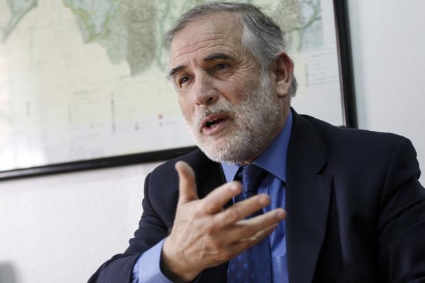 """Senador Montes acusa que crisis en el PS afecta """"directamente a la política y a la democracia"""""""