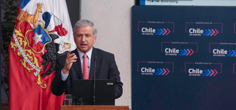 """Ministro Larraín no pierde la esperanza por una pronta solución al paro portuario """"por el bien de Chile"""""""