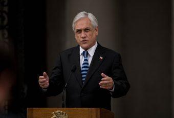 Piñera, tras reiteradas declaraciones por Pacto Migratorio, deja sin piso y sin mando a su Canciller