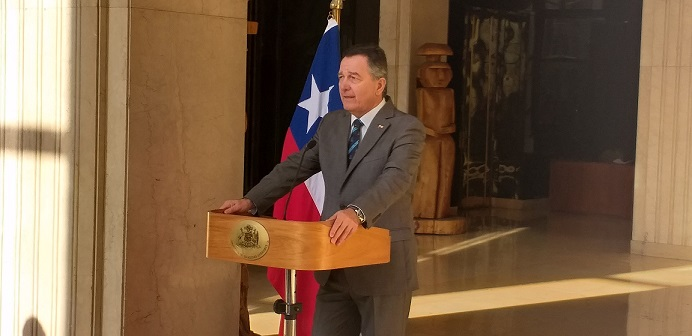 A lo Newton: Cancillería explica que réplica de Chile por tema Silala se basa en la Ley de Gravedad y datos históricos