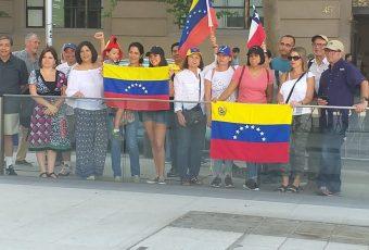 """Venezolanos residentes en Chile piden a Piñera confiscar """"bienes y cuentas"""" de Nicolás Maduro"""