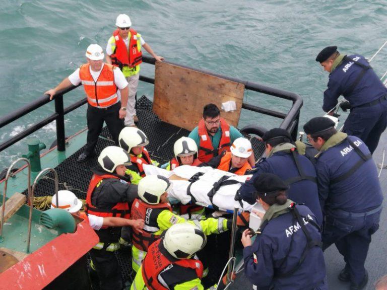 Armada evacúa a turista desde crucero en Coronel tras fuerte golpe en su cabeza