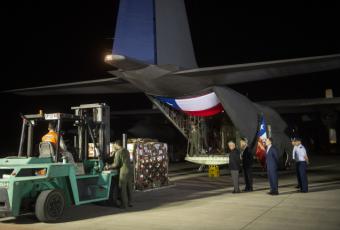 """Chile envía 8,6 toneladas de """"ayuda humanitaria"""" a Venezuela"""