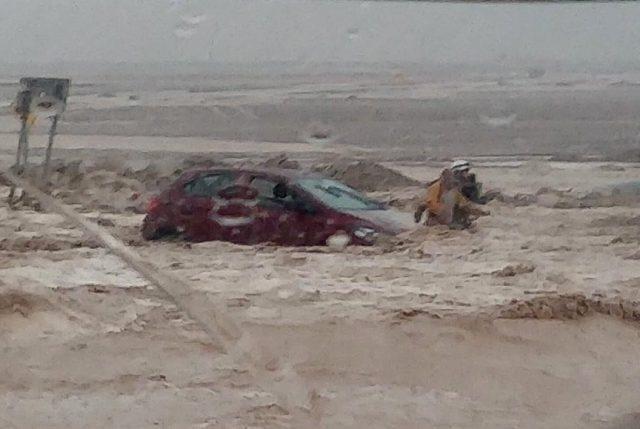 """Ahora: Región de Antofagasta afectada por lluvias torrenciales  y ONEMI emite """"Alerta Roja"""""""