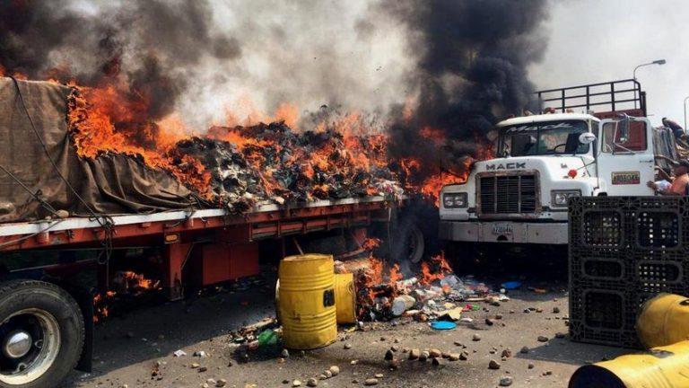 The New York Times investiga incendio de camiones con ayuda humanitaria para Venezuela: Habrían sido los partidarios de Guaidó