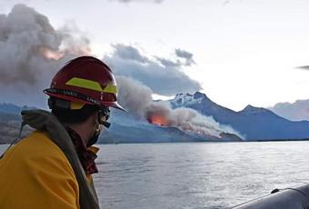 """Ministro Walker por incendio de Aysén: """"Cochrane no le va a faltar nada"""""""