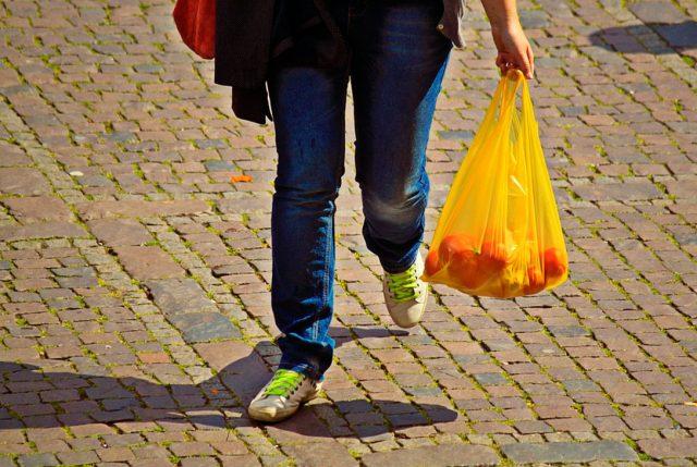 Empresas de plásticos podrán seguir funcionando ese a Ley que prohibe la entrega de bolsas plásticas