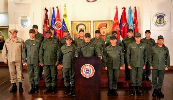 """FFAA de Venezuela reafirman lealtad a Maduro y advierten a EEUU: """"Van a tener que pasar por estos cadáveres"""""""