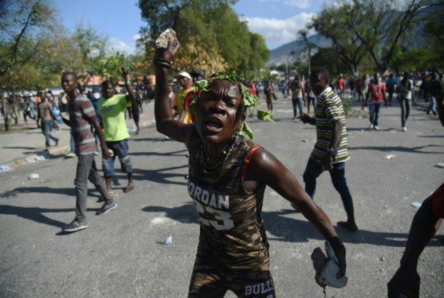 """Haití: Una semana de violentas protestas y EEUU retira a su personal """"no esencial"""""""