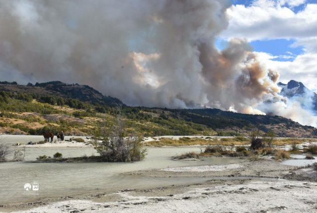 Dramáticos llamados para que avión Tanker vaya a Región de Aysén donde incendios ya han quemado 5.200 hectáreas de bosques