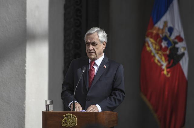 Piñera anuncia reducción promedio del 80% en cargos de acceso de telefonía móvil