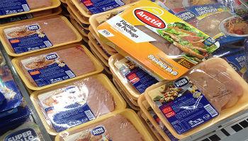 Castigo ejemplar: Supermercados deberán pagar el doble de caro por colusión de pollos