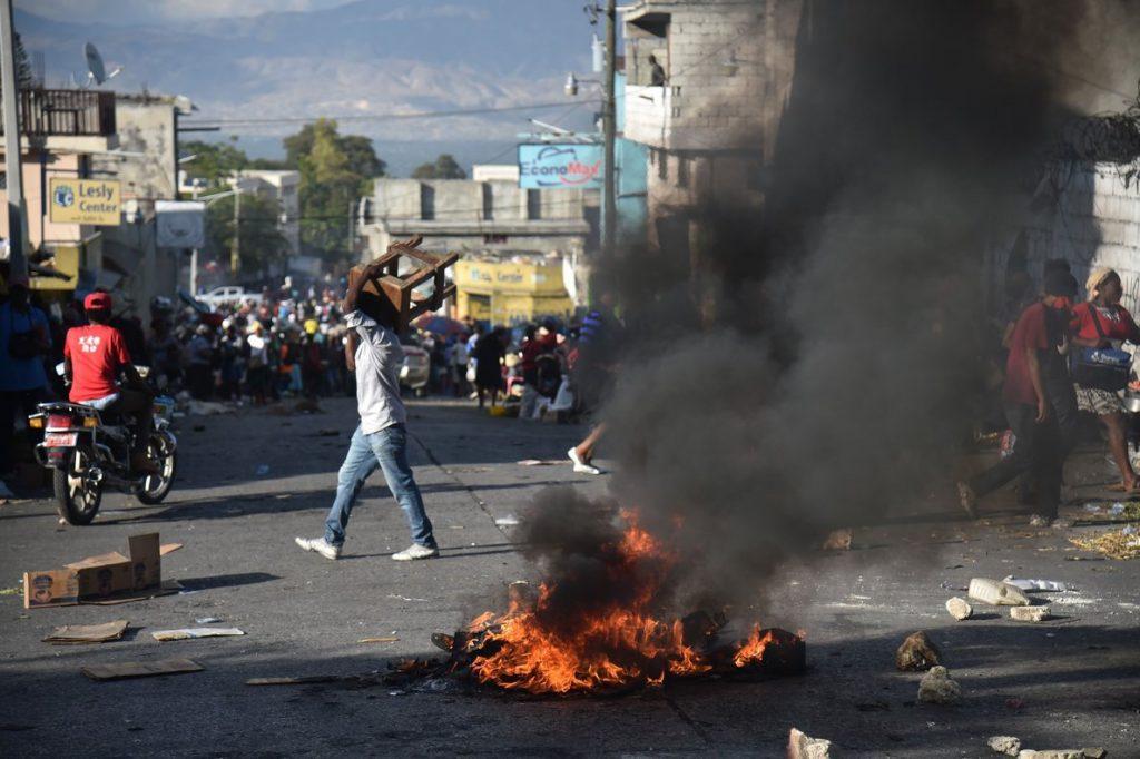 """Ante ola de protestas en Haití, Chile """"hace votos por el restablecimiento del orden"""""""