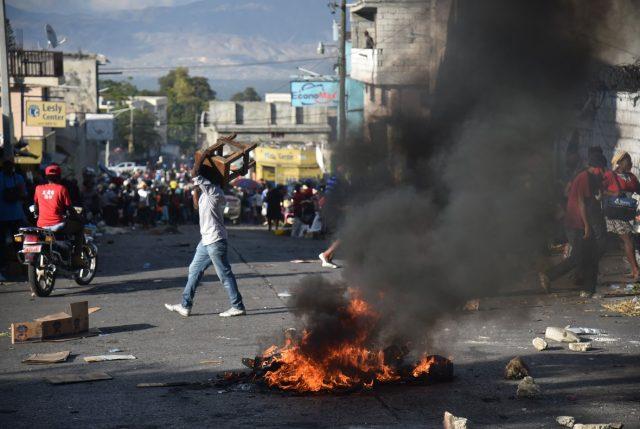 Por violentas protestas en Haití, República Dominicana refuerza militarmente su frontera