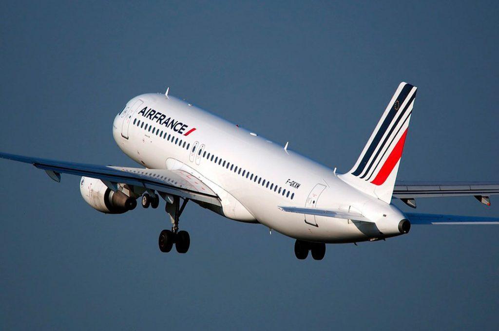 Air France ofrecerá 3 nuevas frecuencias desde Santiago operadas en Dreamliner