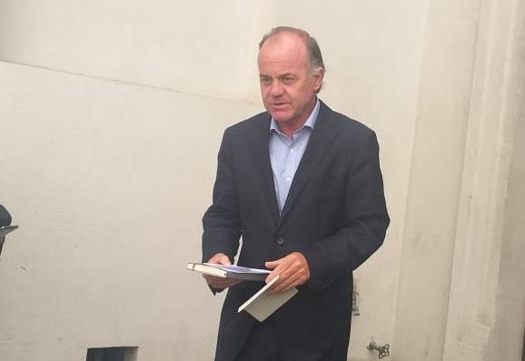Ministro Walker descarta huelga de brigadistas y director de Conaf lo contradice