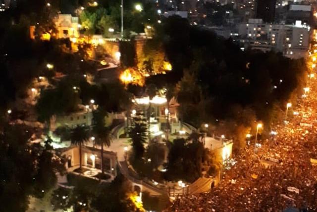 Carlos Peña analiza la multitudinaria marcha de 8M y advierte que se está convirtiendo en el gran catalizador del malestar ciudadano general