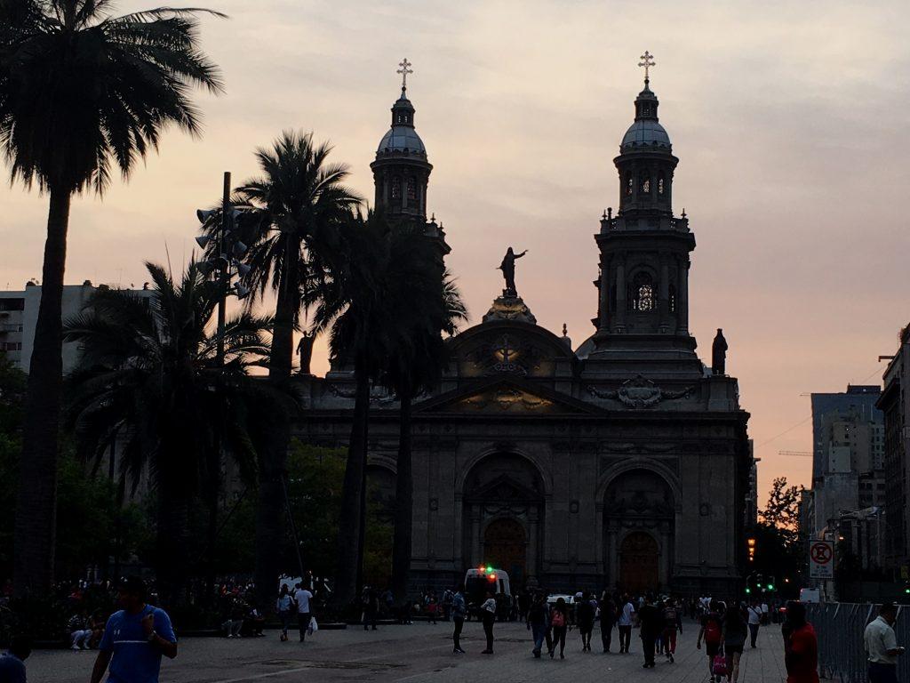 CADEM 11 marzo: Los peor evaluados la Iglesia Católica y el Congreso