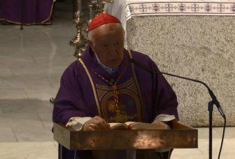 """En la Catedral de Santiago Ezzati se despide con insulso y enésimo """"perdón"""" y asume Aós"""