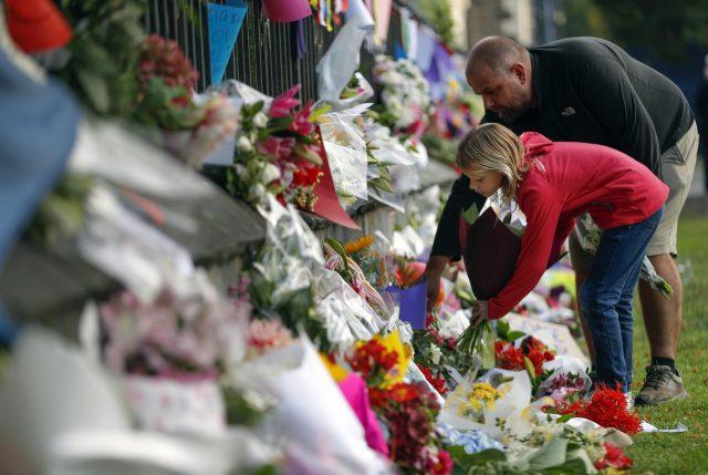 Nueva Zelanda rinde espontáneo tributo a víctimas de masacre de las mezquitas de Christchurch