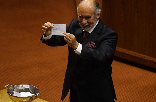 Luego de infartante votación, Iván Flores (DC) sale electo presidente de la Cámara de Diputados