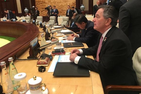"""Canciller de Chile sigue haciendo gestos a China y dice que """"Chile aspira a convertirse en un puente entre la región y el Asia Pacífico"""""""