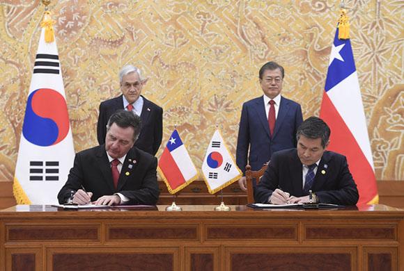 Chile firma acuerdo de cooperación en Defensa con Corea del Sur