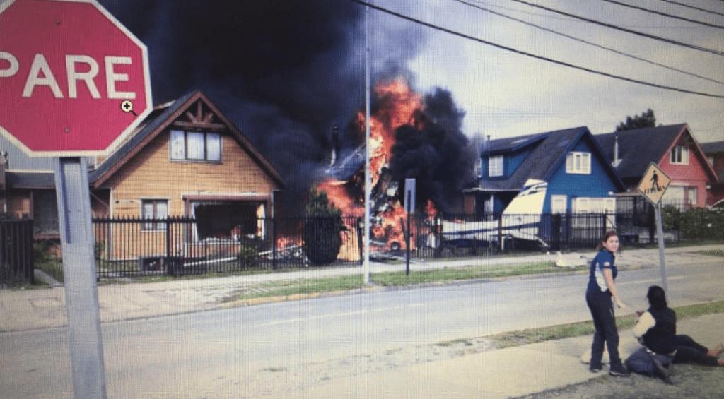 Avioneta cae sobre dos viviendas en Puerto Montt