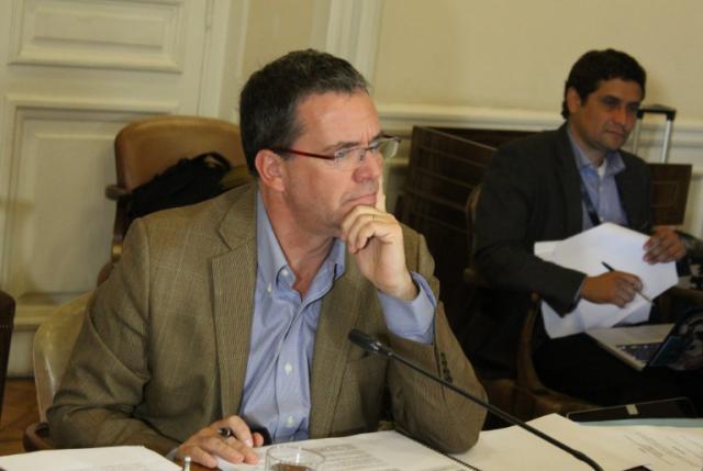 Comisión de Constitución avanza en proyecto de protección de datos personales y aprueba 70 artículos