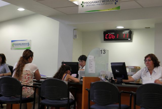 Cadem: 74% de los chilenos desconfía de las isapres