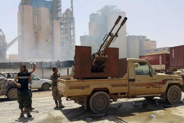 Libia en guerra civil: Mariscal Haftar bombardea Trípoli