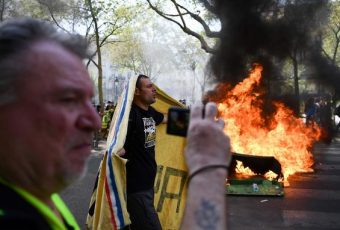 """París: En  """"Sábado Santo""""  los gilets jaunes protagonizan su 23ª protesta"""