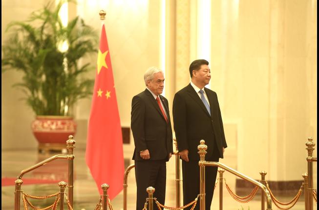"""El Mercurio sale en defensa del cuestionado viaje de Piñera a China y la califica de """"exitosa"""""""