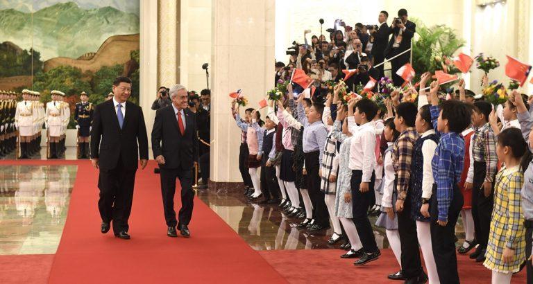 ¿Qué dirá EEUU? Chile refuerza relación con China y Presidente Piñera anuncia modernización de actual de TLC