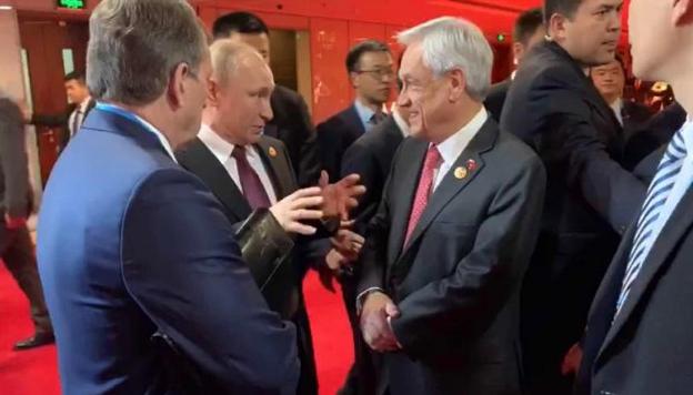 Piñera se reúne brevemente con Putin y abordan situación en Corea del Norte