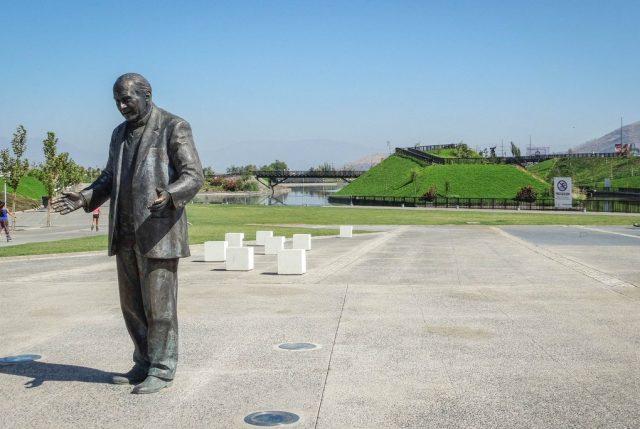Retiran nombre y estatua de parque que homenajeaba al cura abusador Renato Poblete