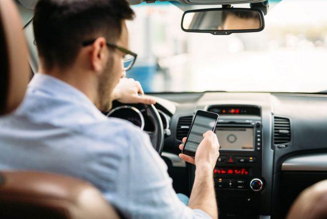 Campaña internacional promueve diálogo entre adolescentes y sus padres sobre los riesgos del uso del celular al conducir