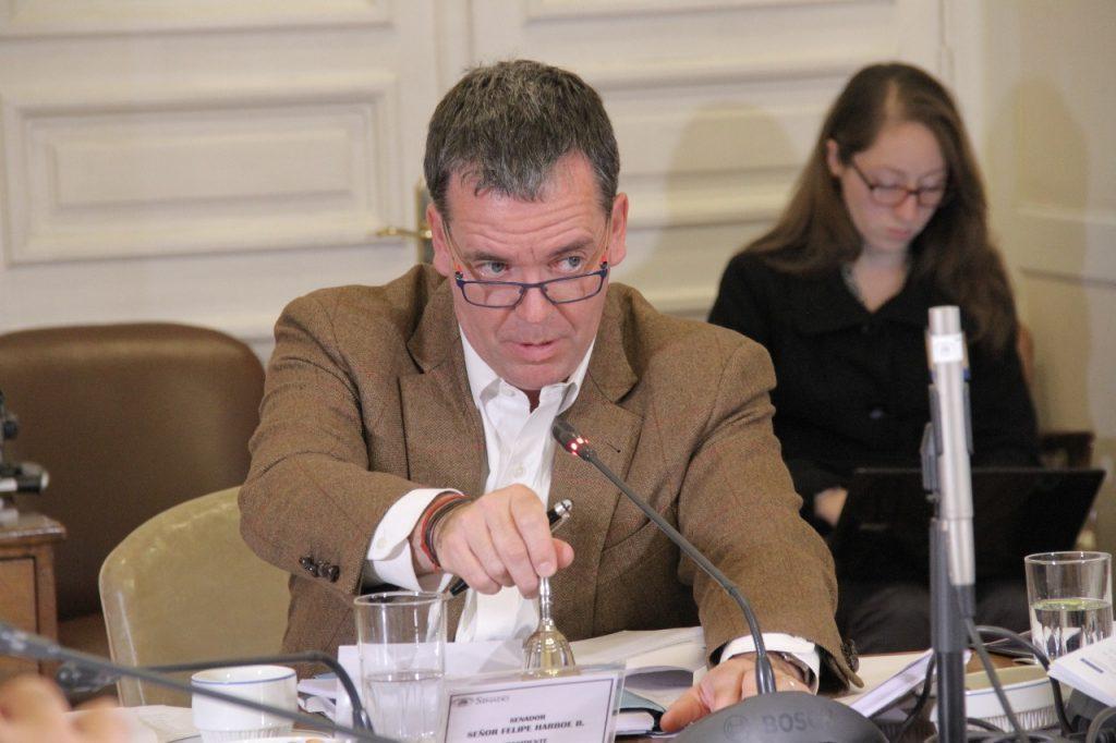 Senador Harboe endosa responsabilidad a Redbac por filtración de información de tarjetas