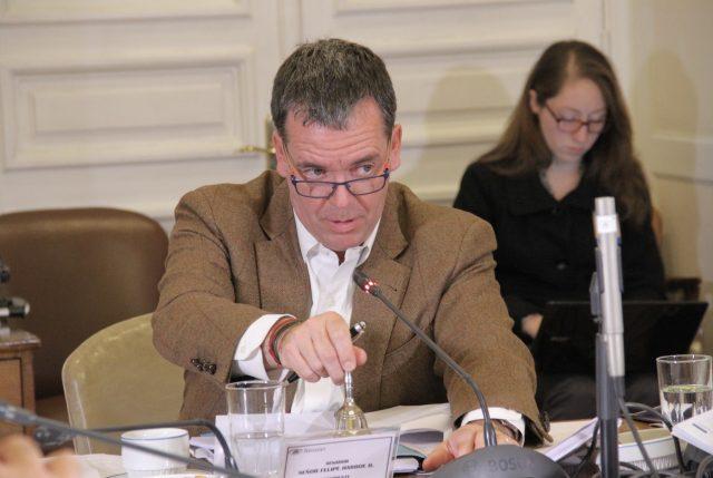 Senador Harboe critica la propuesta del Gobierno para combatir Narcofunerales