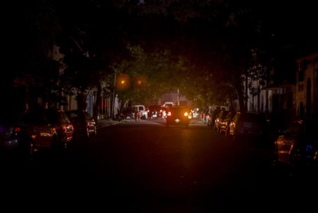 Falla masiva en el sistema de interconexión deja a Argentina y Uruguay sin luz